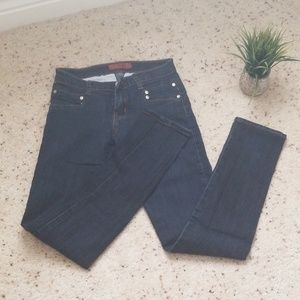 Junior size 3/4 Jeans🎉HP🎉